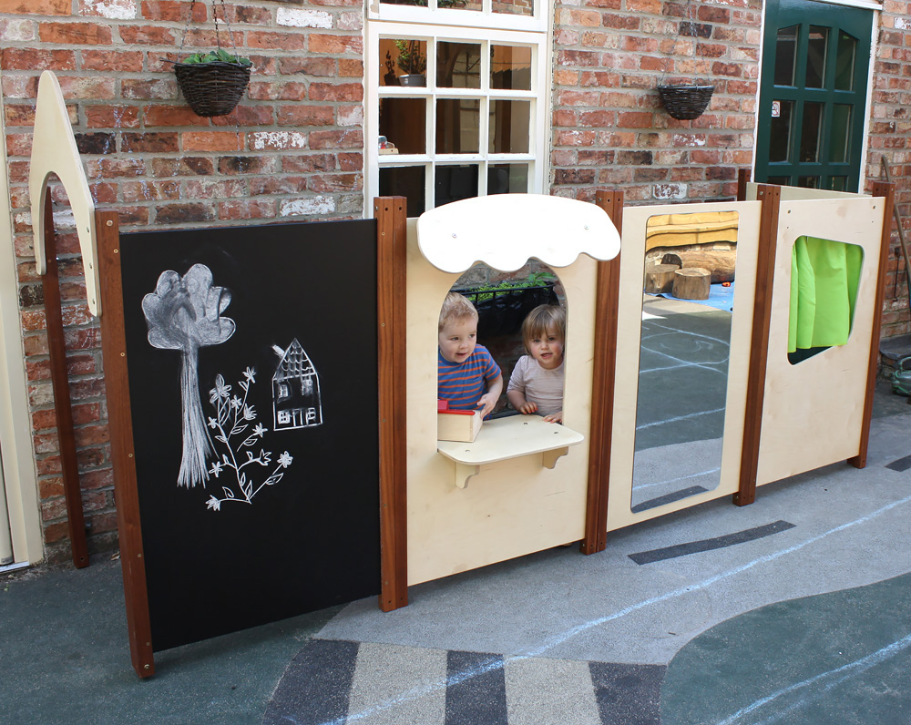 Outdoor Play Panel Easel